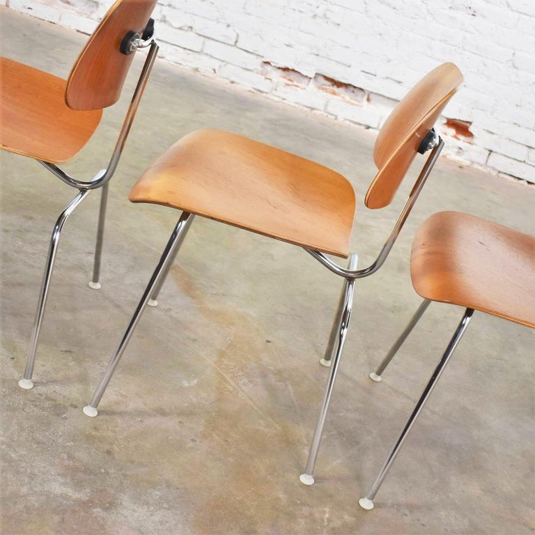 20th Century Vintage Mid-Century Modern Eames DCM Dining Chairs for Herman Miller Set of 4 For Sale