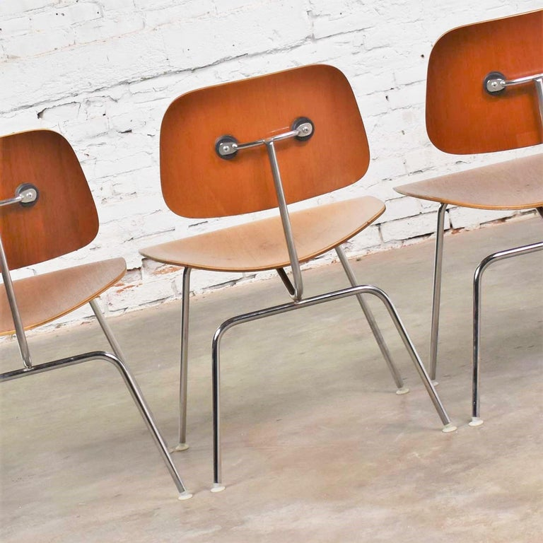 Metal Vintage Mid-Century Modern Eames DCM Dining Chairs for Herman Miller Set of 4 For Sale