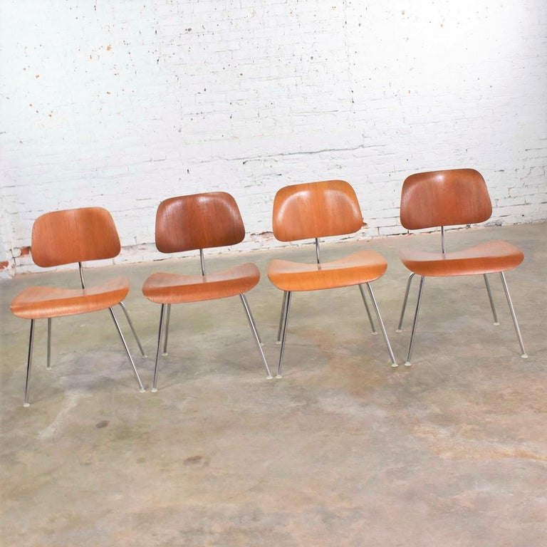 Vintage Mid-Century Modern Eames DCM Dining Chairs for Herman Miller Set of 4 For Sale 2