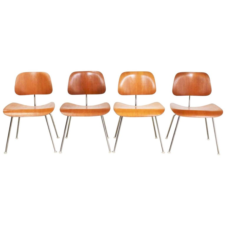 Vintage Mid-Century Modern Eames DCM Dining Chairs for Herman Miller Set of 4 For Sale