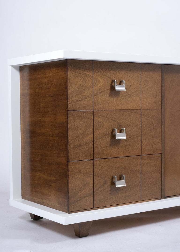 Mid-Century Modern Lacquered Chest of Drawers For Sale 3