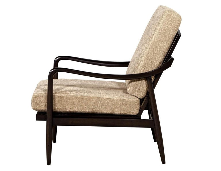 Vintage Mid-Century Modern Lounge Chair In Excellent Condition For Sale In North York, ON