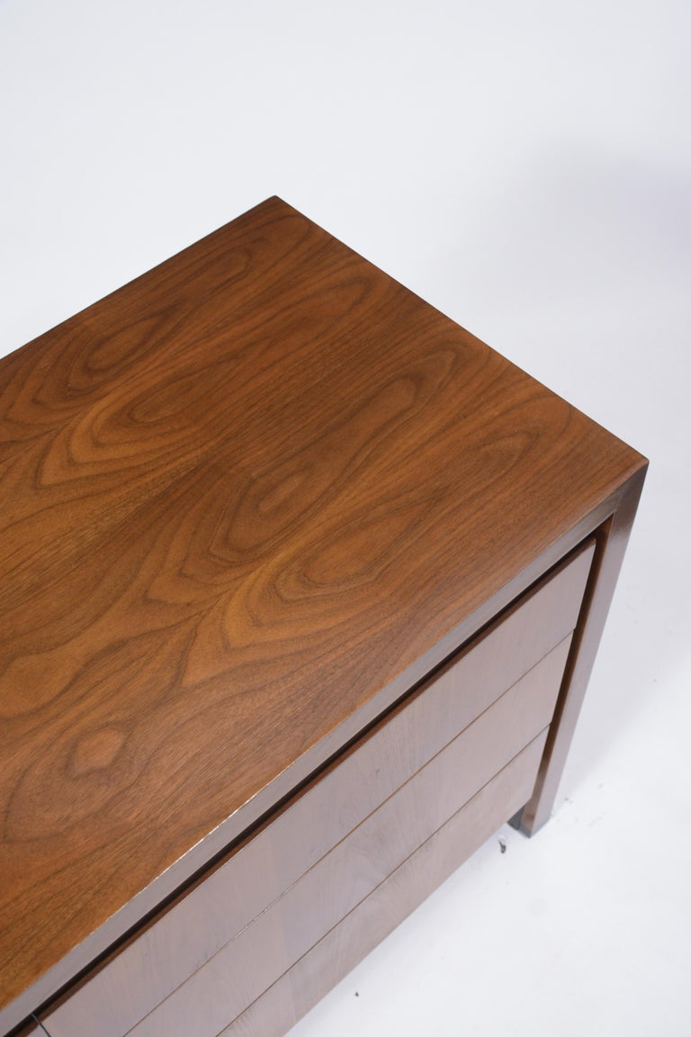 Vintage Mid-Century Modern Walnut Chest of Drawers For Sale 2