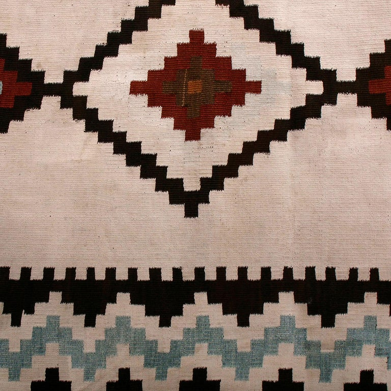 Vintage Midcentury Saveh White Blue and Black Persian Wool Kilim Runner In Good Condition For Sale In Long Island City, NY