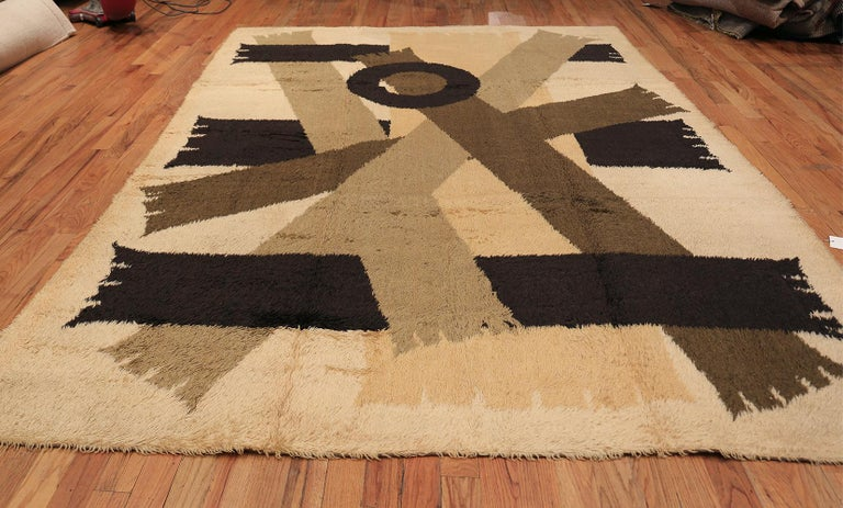 Midcentury Scandinavian vintage Swedish Rya Shag rug, country of origin: Sweden, date circa mid-20th century. Size: 8 ft 2 in x 11 ft 4 in (2.49 m x 3.45 m).