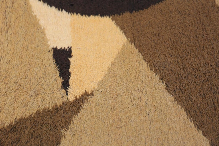 Vintage Midcentury Scandinavian Rya Shag Rug. Size: 8 ft 2 in x 11 ft 4 in In Excellent Condition For Sale In New York, NY