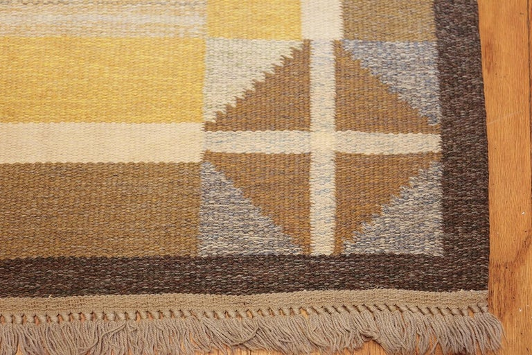 Vintage Swedish Kilim, Origin: Sweden, Circa: Mid-20th Century. Size: 5 ft 2 in x 8 ft (1.57 m x 2.44 m)