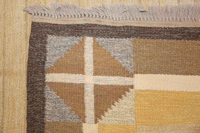 Mid-Century Modern Vintage Mid Century Scandinavian Swedish Kilim. Size: 5 ft 2 in x 8 ft For Sale