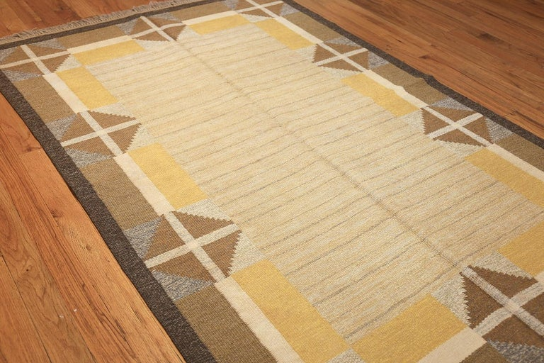 20th Century Vintage Mid Century Scandinavian Swedish Kilim. Size: 5 ft 2 in x 8 ft For Sale