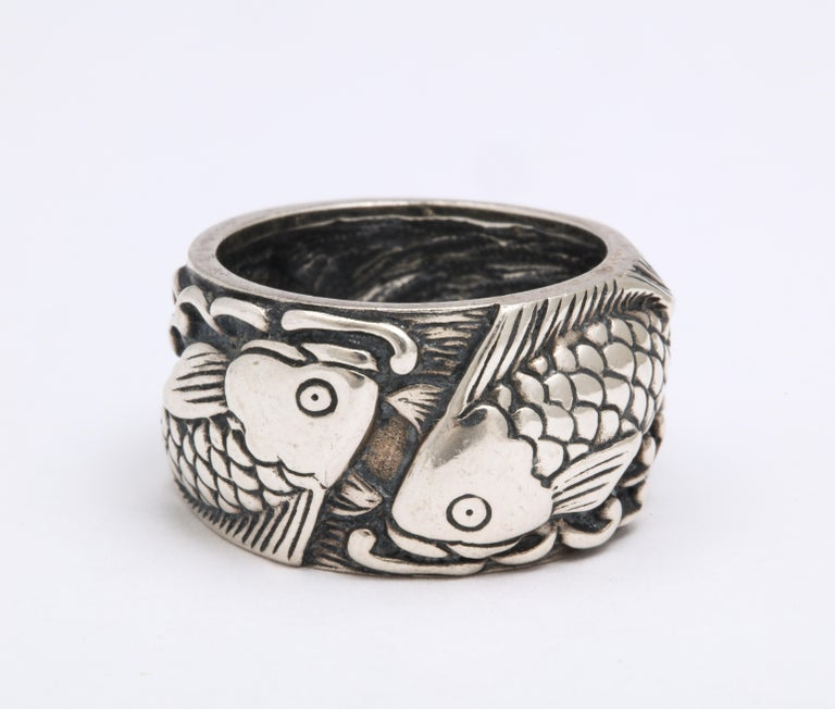 Vintage Mid Century Sterling Silver Pisces Ring In Excellent Condition For Sale In Stamford, CT