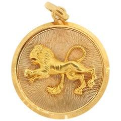 Vintage Midcentury 18 Karat Yellow Gold Zodiac Leo Disc Charm Pendant