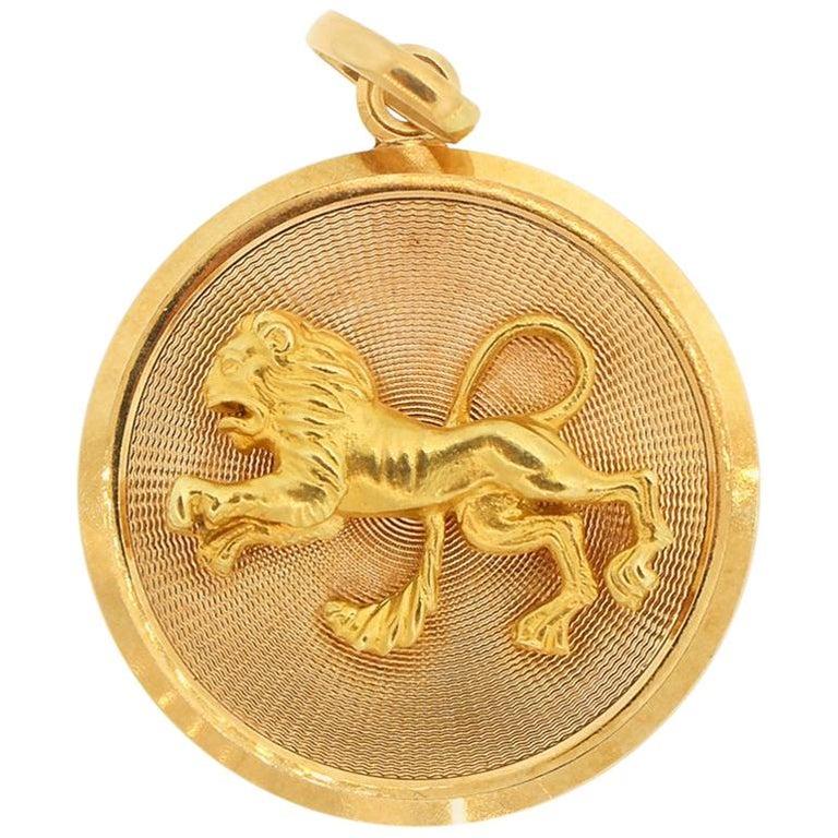 Vintage Midcentury 18 Karat Yellow Gold Zodiac Leo Disc Charm Pendant For Sale