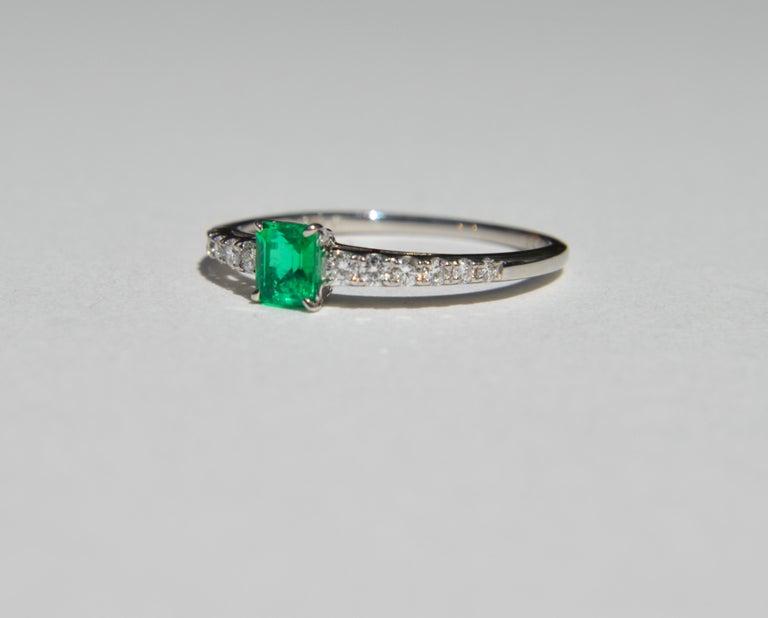 Modernist Vintage Midcentury .45 Carat Colombian Emerald Diamond Platinum Ring For Sale