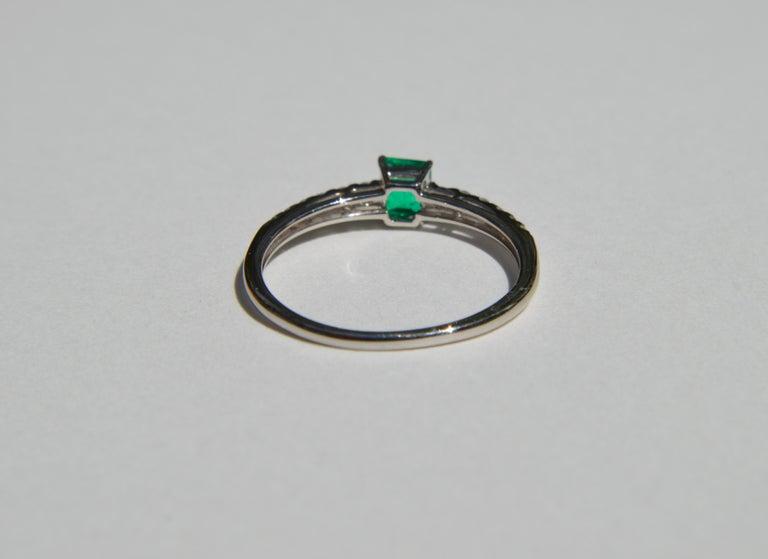 Emerald Cut Vintage Midcentury .45 Carat Colombian Emerald Diamond Platinum Ring For Sale