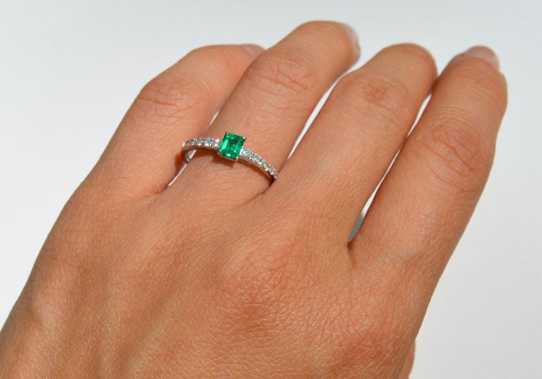 Women's Vintage Midcentury .45 Carat Colombian Emerald Diamond Platinum Ring For Sale