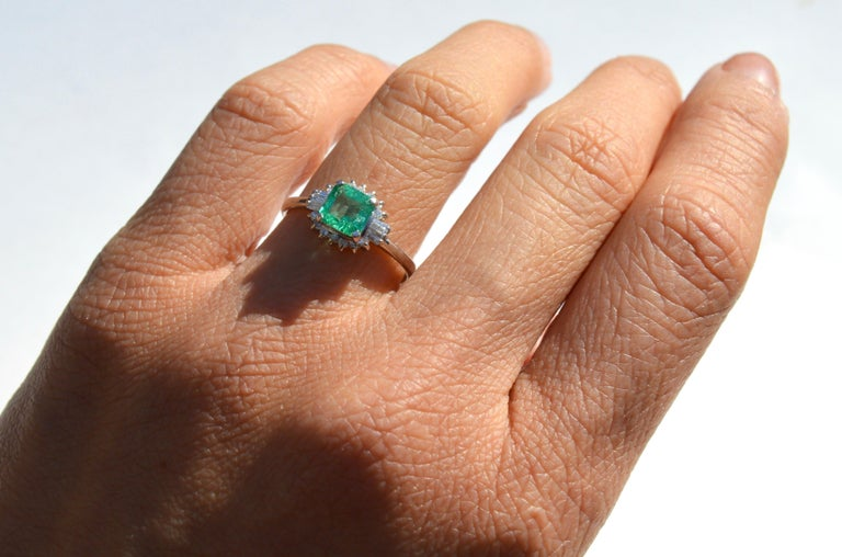 Women's Vintage Midcentury .71 Carat Colombian Emerald Diamond Platinum Ring