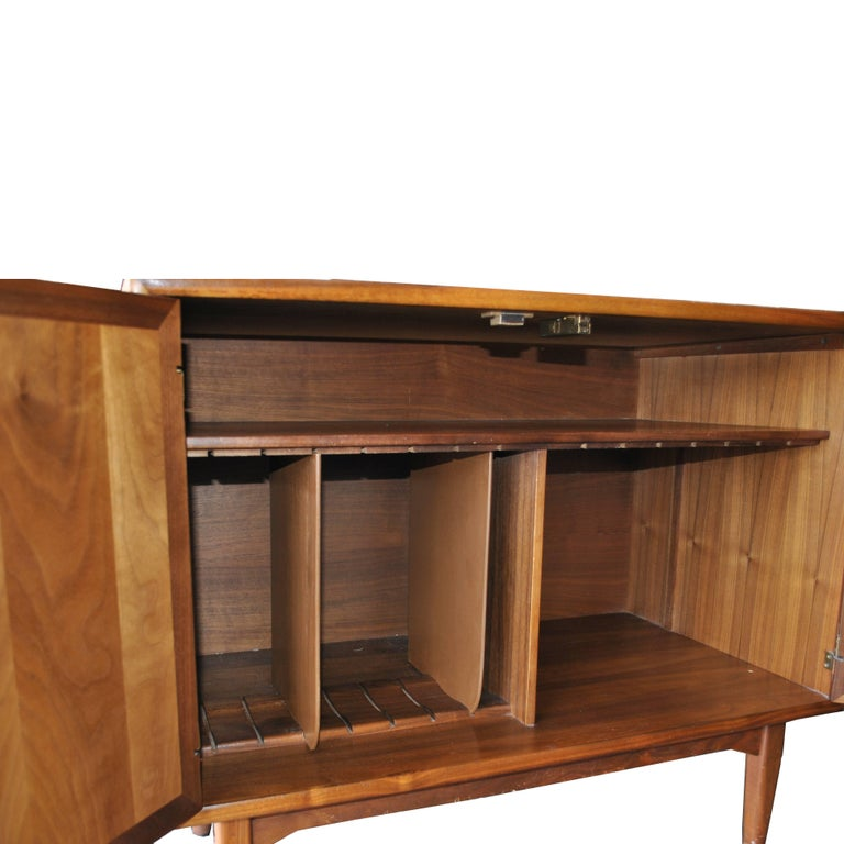 Vintage Midcentury Kipp Stewart for Drexel Declaration Walnut Record Cabinet In Good Condition For Sale In Pasadena, TX
