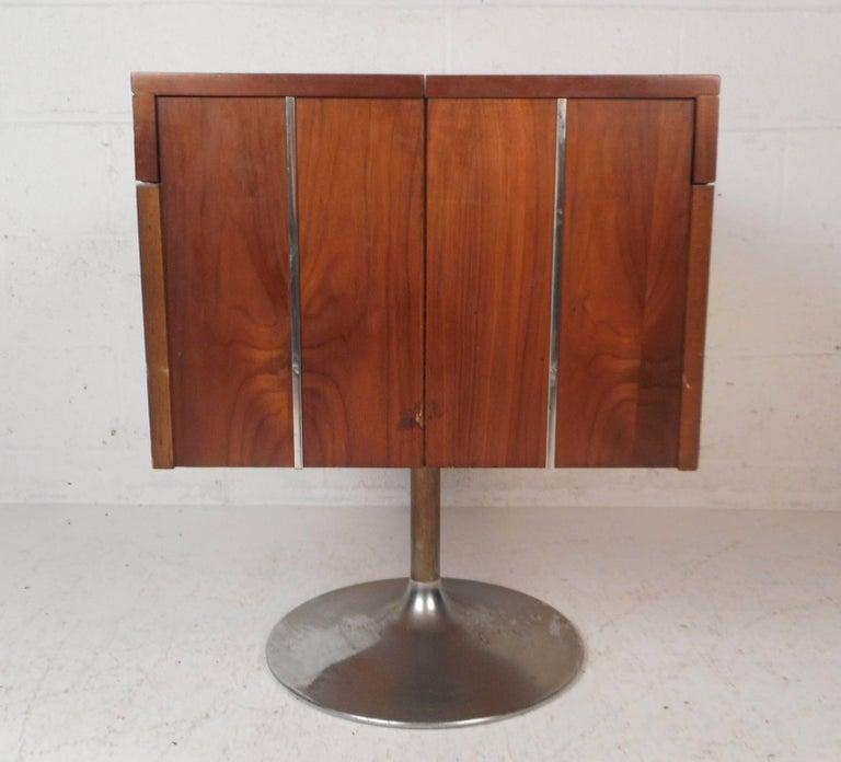 Mid-Century Modern Vintage Mini Swivel Bar by Lane Furniture