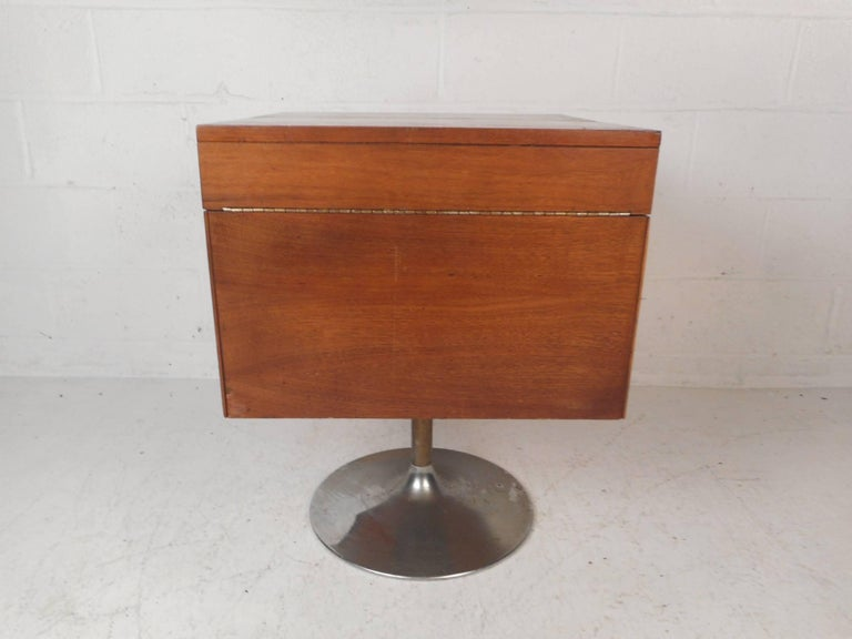 Vintage Mini Swivel Bar by Lane Furniture In Good Condition In Brooklyn, NY