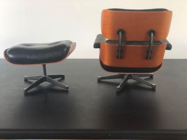 Vintage Miniature of Charles Eames Vitra Design Museum Lounge Chair and Ottoman In Good Condition For Sale In Milano, IT