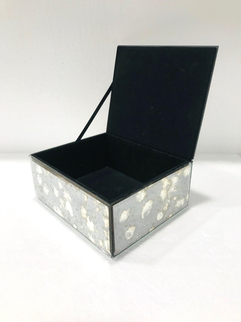 Vintage Mirrored Jewelry Box in Antique Grey and Bronze Glass, circa 1990 In Good Condition For Sale In Fort Lauderdale, FL