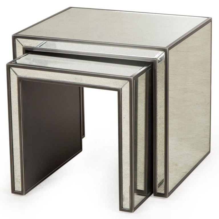 Vintage Mirrored Set of 2 Side Table In New Condition For Sale In Paris, FR