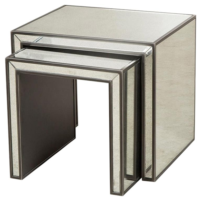 Vintage Mirrored Set of 2 Side Table For Sale