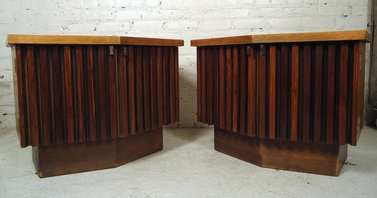 Pair of Mid-Century Modern nightstands featuring a uniquely slatted front, an inlay design to the top, and a spacious cabinet space. Please confirm item location (NY or NJ).