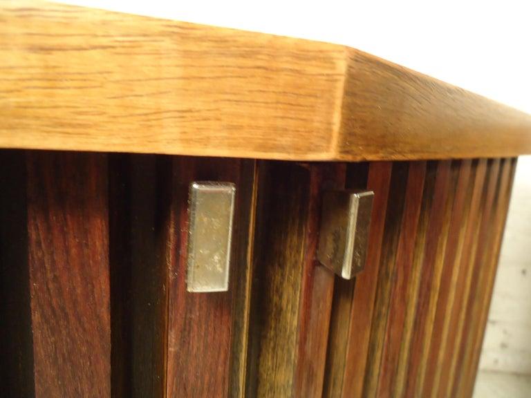 Vintage Modern Bowed Front Nightstands For Sale 1