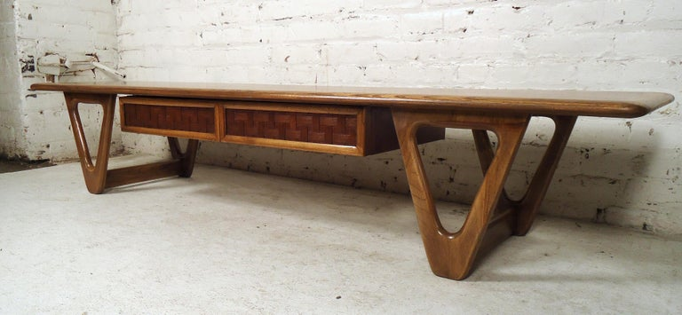 Vintage Modern Coffee Table by Lane In Good Condition For Sale In Brooklyn, NY