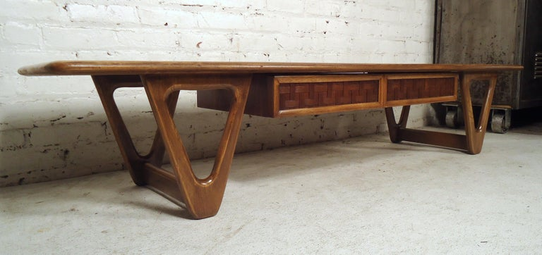 Vintage Modern Coffee Table by Lane For Sale 1