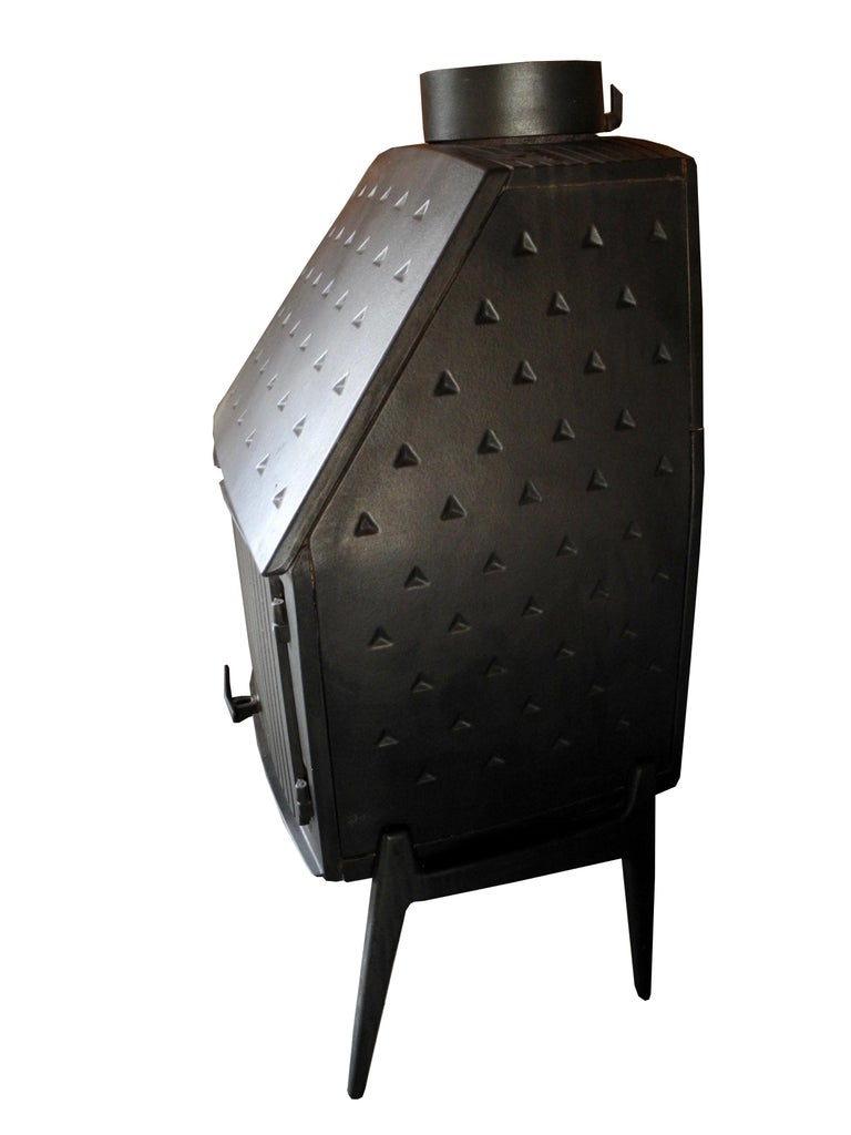 This Morsø #1125 beautifully designed wood burning stove is made by the reputable Danish stove and fireplace company. Its design is unique, handsome and efficient. Venting can be top or back. Flu size is 8