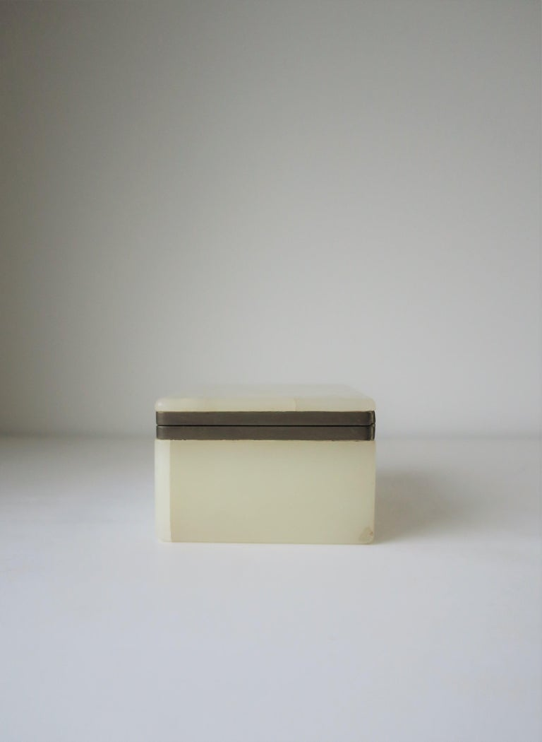 Modern White Onyx Marble and Brass Jewelry Box from Belgium For Sale 6