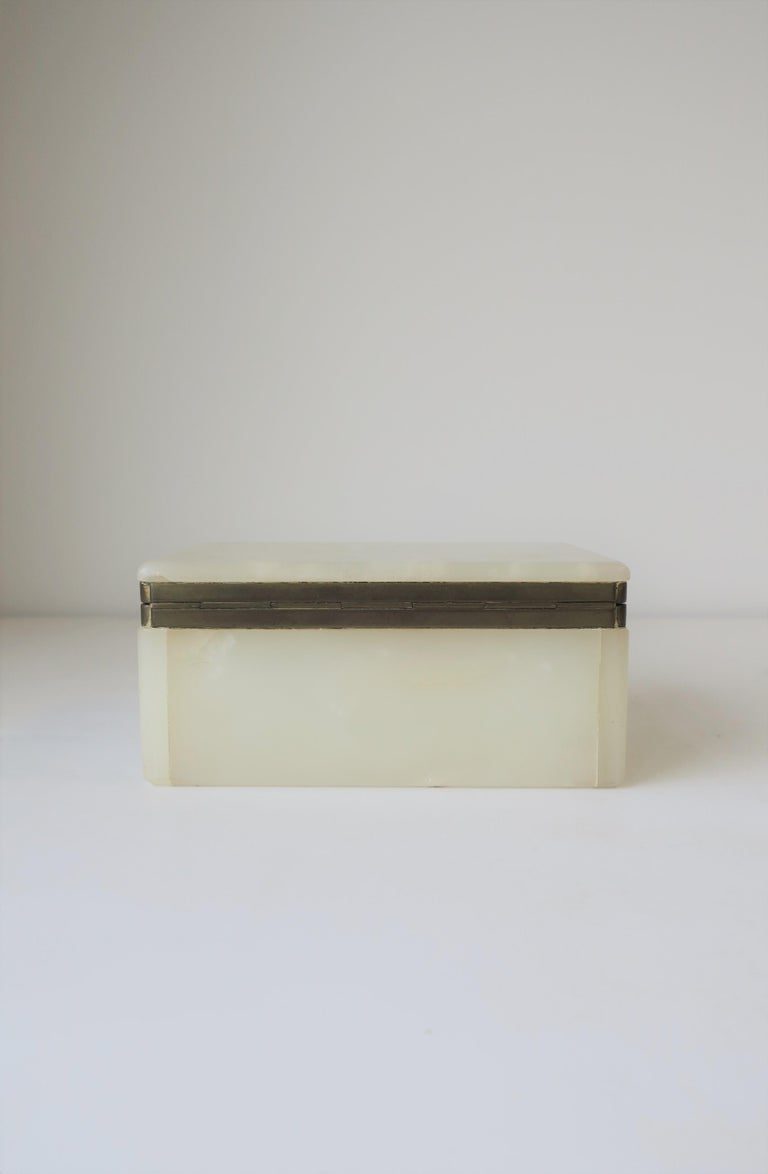Modern White Onyx Marble and Brass Jewelry Box from Belgium For Sale 10