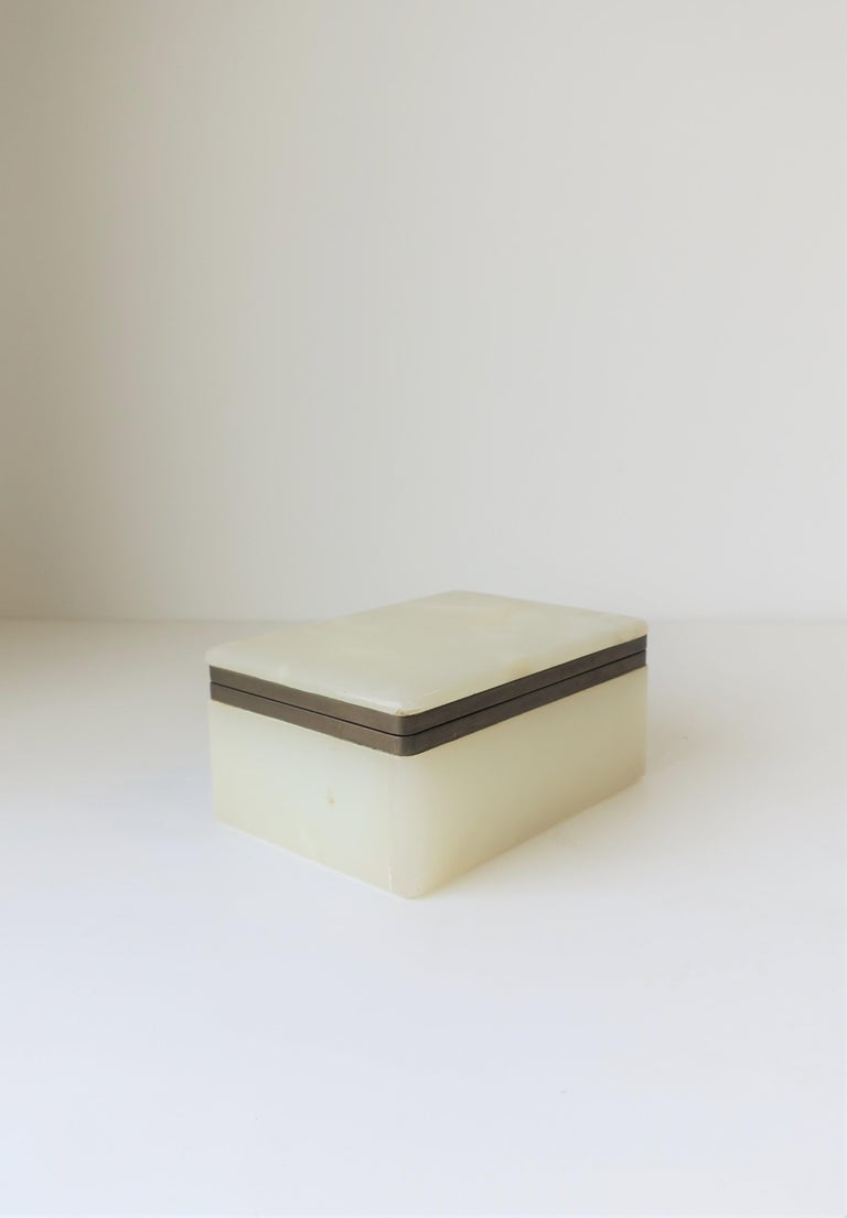 Modern White Onyx Marble and Brass Jewelry Box from Belgium In Good Condition For Sale In New York, NY