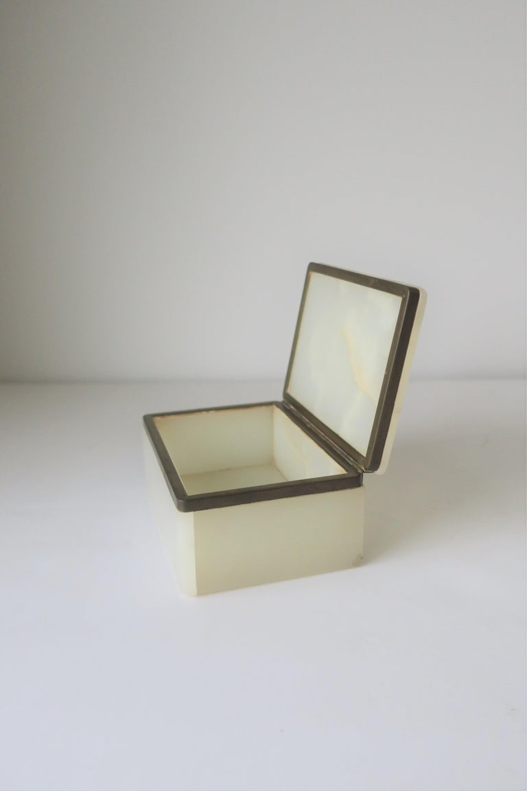 Modern White Onyx Marble and Brass Jewelry Box from Belgium For Sale 1