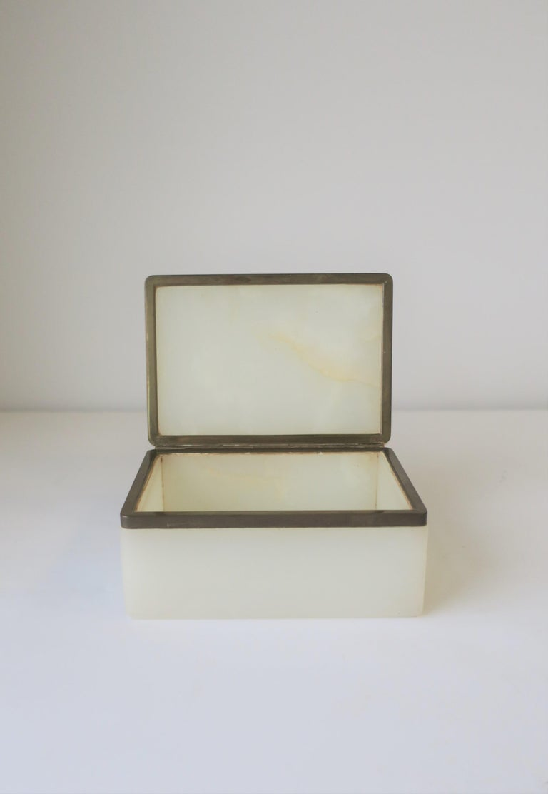 Modern White Onyx Marble and Brass Jewelry Box from Belgium For Sale 2