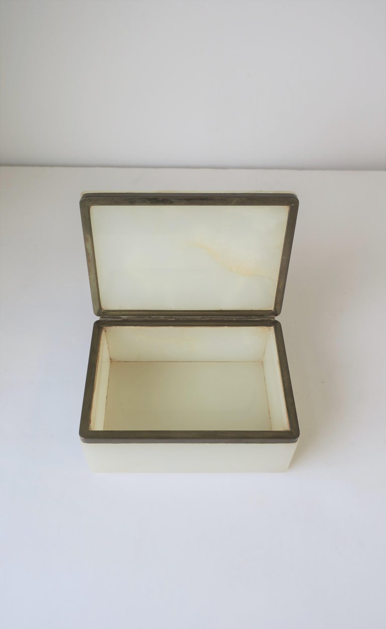 Modern White Onyx Marble and Brass Jewelry Box from Belgium For Sale 3