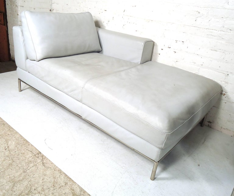 Mid-Century Modern white leather settee supported by a tubular chrome frame. Comfortable and stylish design ideal for both home or office environments.  Please confirm item location (NY or NJ) with dealer.