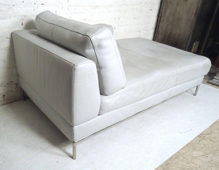 Mid-Century Modern Vintage Modern White Settee For Sale