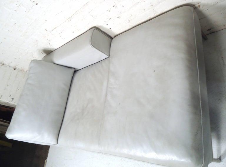 Vintage Modern White Settee For Sale 2