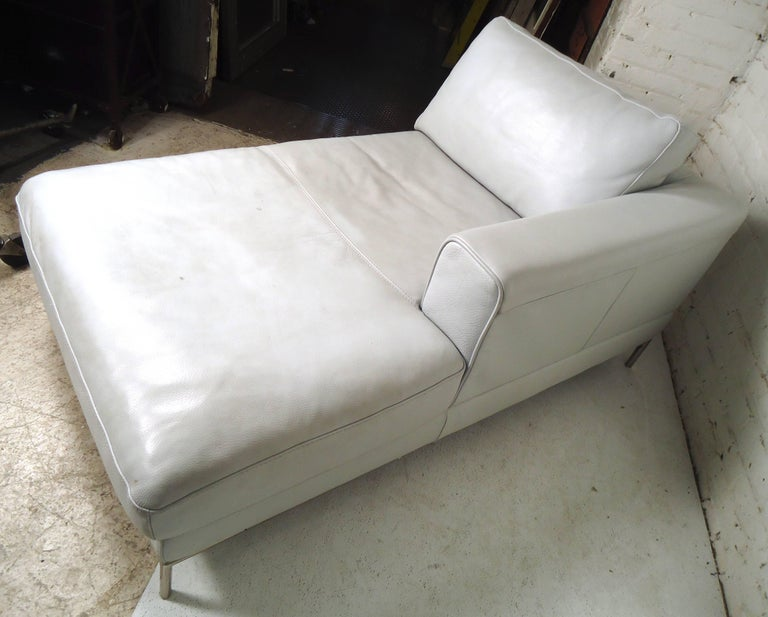 Vintage Modern White Settee For Sale 3