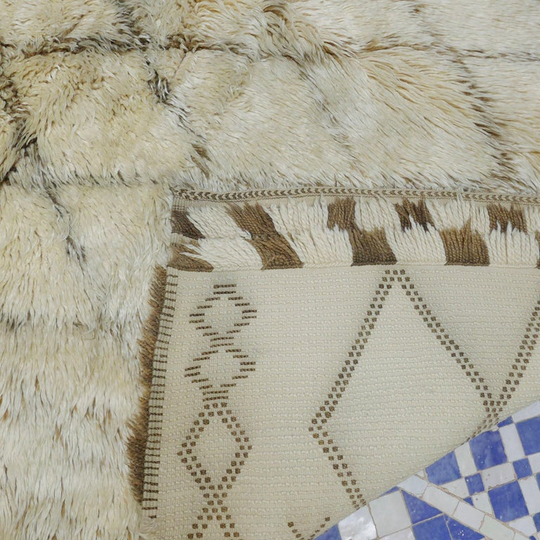 Vintage Moroccan Berber Rug with a Natural Ivory Wool and Olive Color Accent For Sale 1
