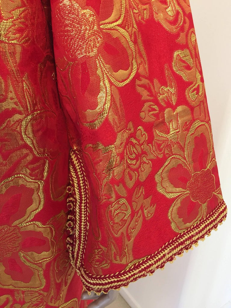 Vintage Moroccan Kaftan 1970s Red and Gold Floral Brocade Caftan Maxi Dress In Good Condition For Sale In North Hollywood, CA