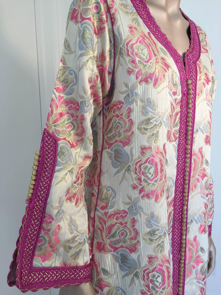 Vintage Moroccan Kaftan Brocade Embroidered with Pink and Gold Trim, circa 1970 For Sale 3