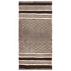 Vintage Moroccan Kilim Rug. Size: 4 ft 7 in x 9 ft 2 in (1.4 m x 2.79 m)