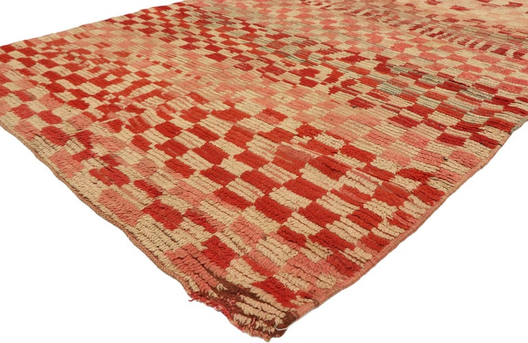 20997, vintage Moroccan Rehamna rug with checkerboard pattern and Cubism style. Vibrant and dynamic, this hand knotted wool vintage Berber Moroccan Rehamna rug features cubism style and an abstract art design. The vintage Moroccan rug features