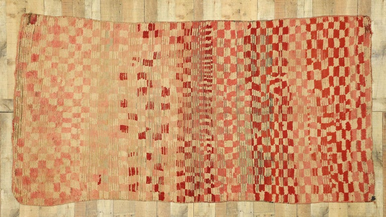 Vintage Moroccan Rehamna Rug with Checkerboard Pattern and Cubism Style For Sale 1