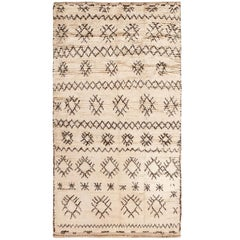 Vintage Moroccan Rug. Size: 4 ft x 7 ft 6 in (1.22 m x 2.29 m)