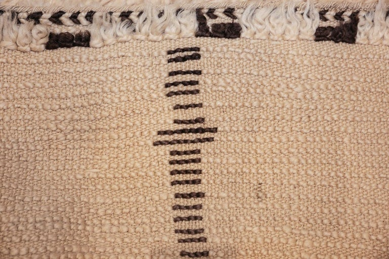 Mid-Century Modern Vintage Moroccan Rug. Size: 6 ft x 12 ft (1.83 m x 3.66 m) For Sale